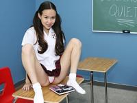 Studentessa fottuta da un cazzo maturo